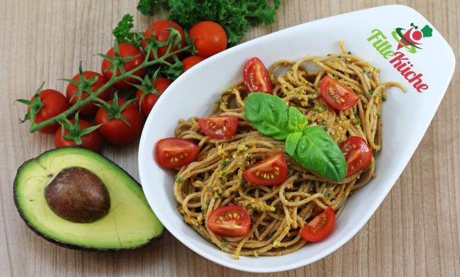 Dinkel-Vollkorn-Spaghetti mit Avocado-Pesto
